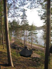 Вид на озеро Сайма (и домик для отдыха с шашлыками)
